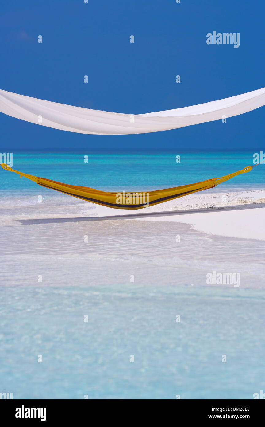 Hammock under shelter on tropical beach, Maldives, Indian Ocean, Asia - Stock Image