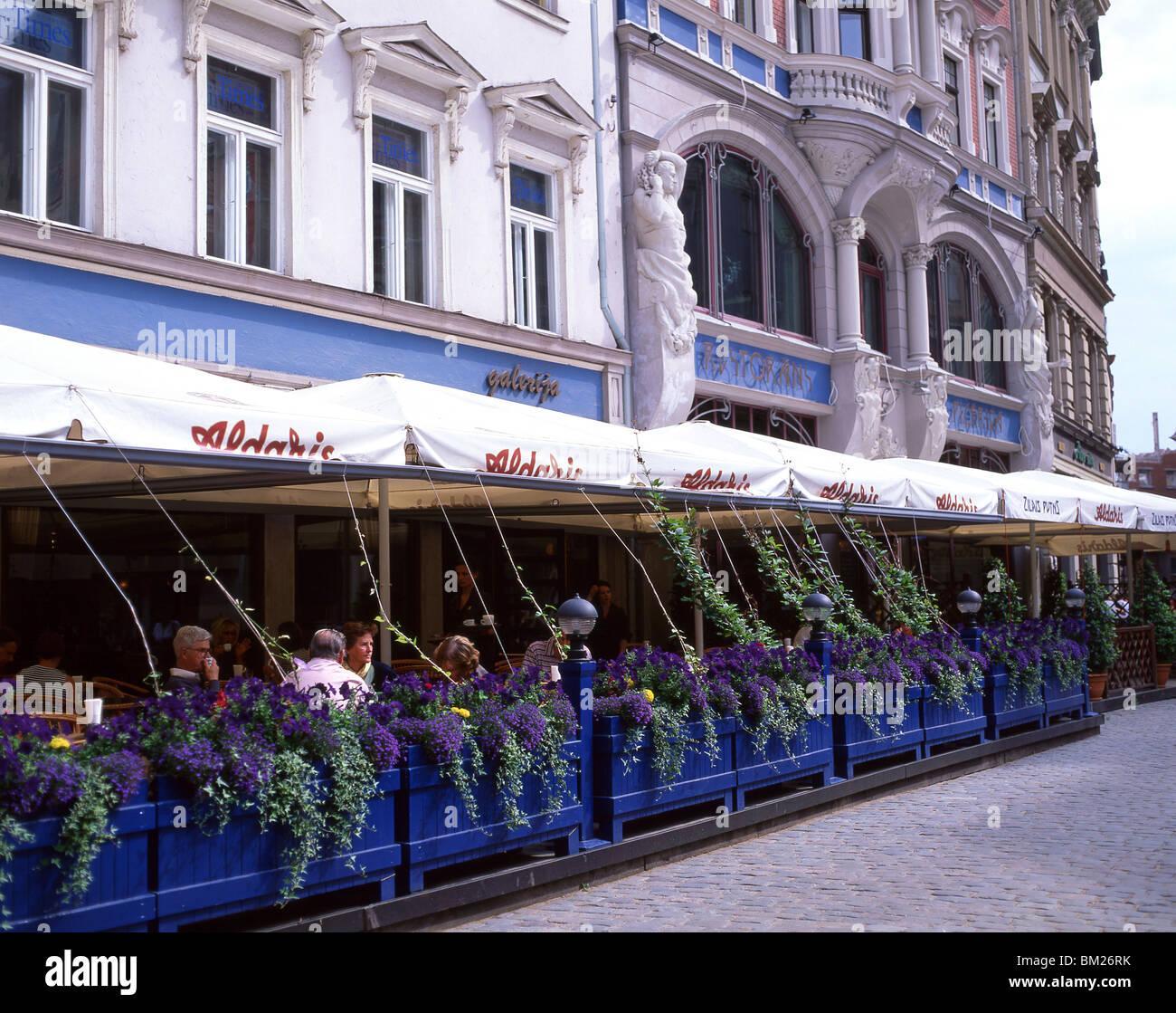 Outdoor restaurant, Doma Laukums, Old Town, Riga, Riga Region, Republic of Latvia - Stock Image