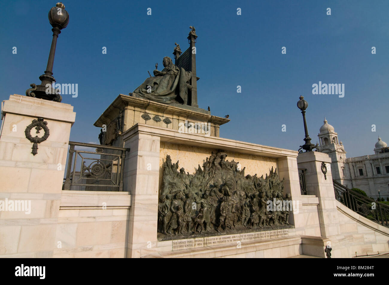 Statues at the imposing Victoria Monument, Kolkata, West Bengal, India, Asia - Stock Image