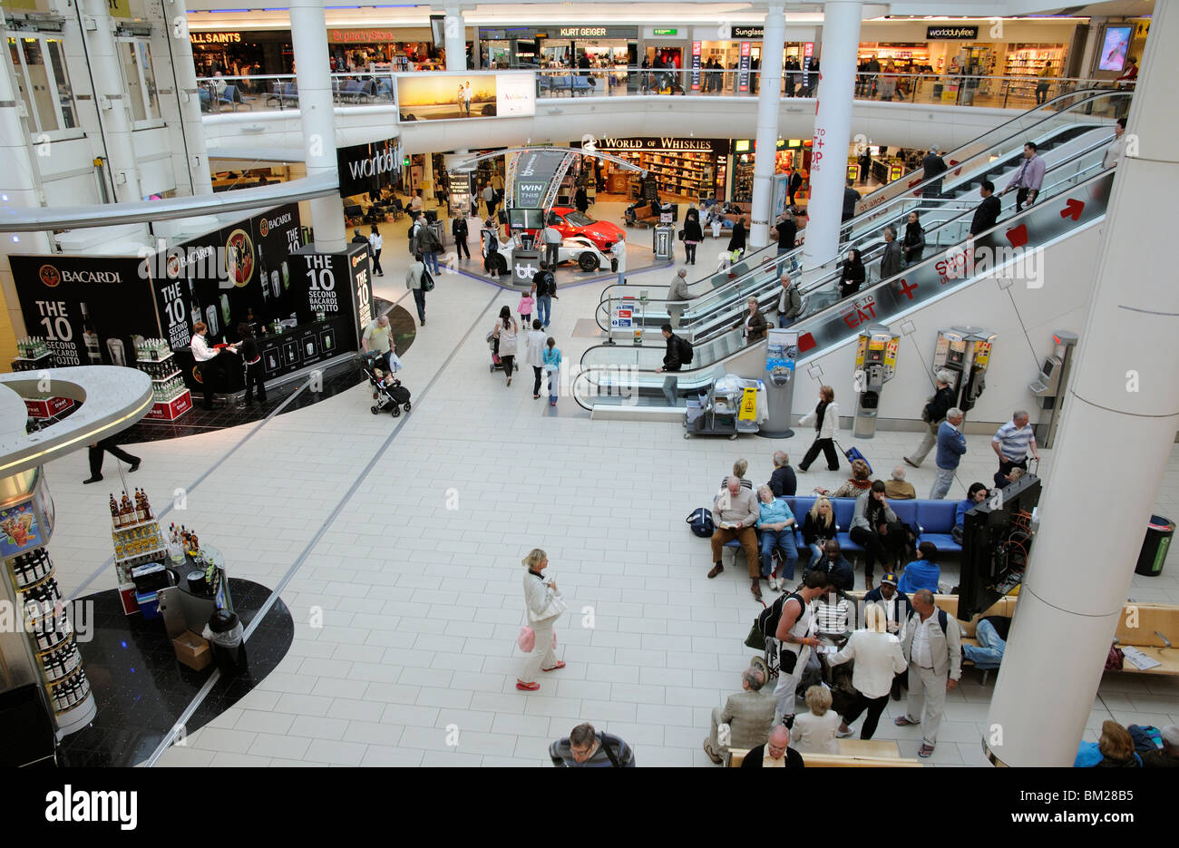 Gatwick South Terminal Shops >> Airport Shopping Area In The South Terminal At London