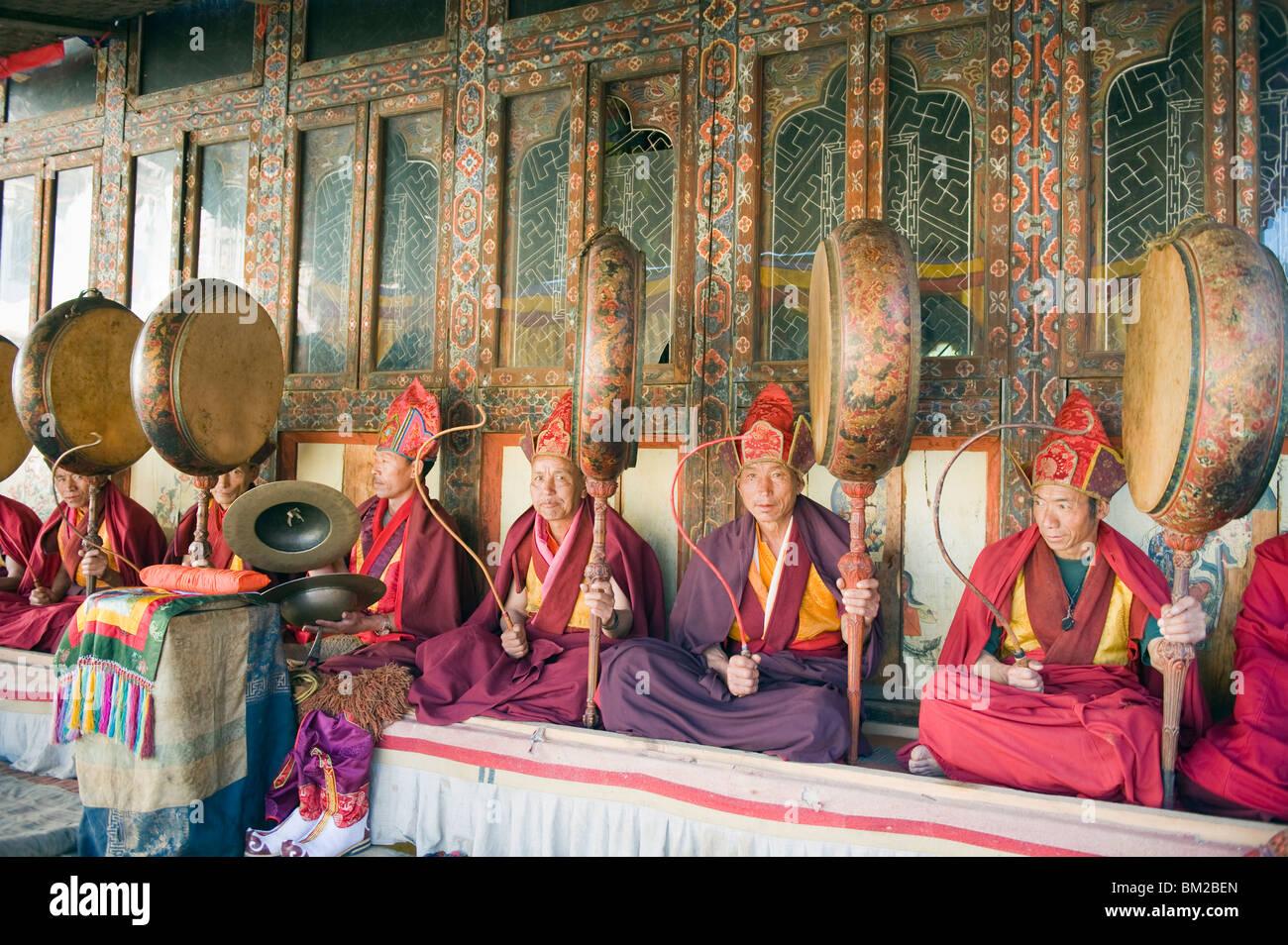 Monks playing drums at a Tsechu (festiva), Gangtey Gompa (Monastery), Phobjikha Valley, Bhutan - Stock Image