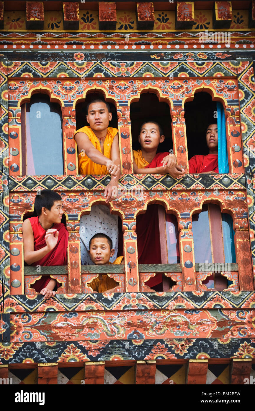 Young monks at a window, Chimi Lhakhang dating from 1499, Temple of the Divine Madman Lama Drukpa Kunley, Punakha, - Stock Image