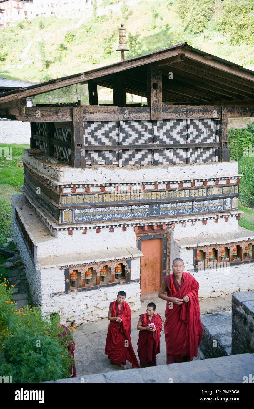 Monks at Trongsa Dzong (Chokhor Raptentse), dating from 1648, Bhutan Asia - Stock Image