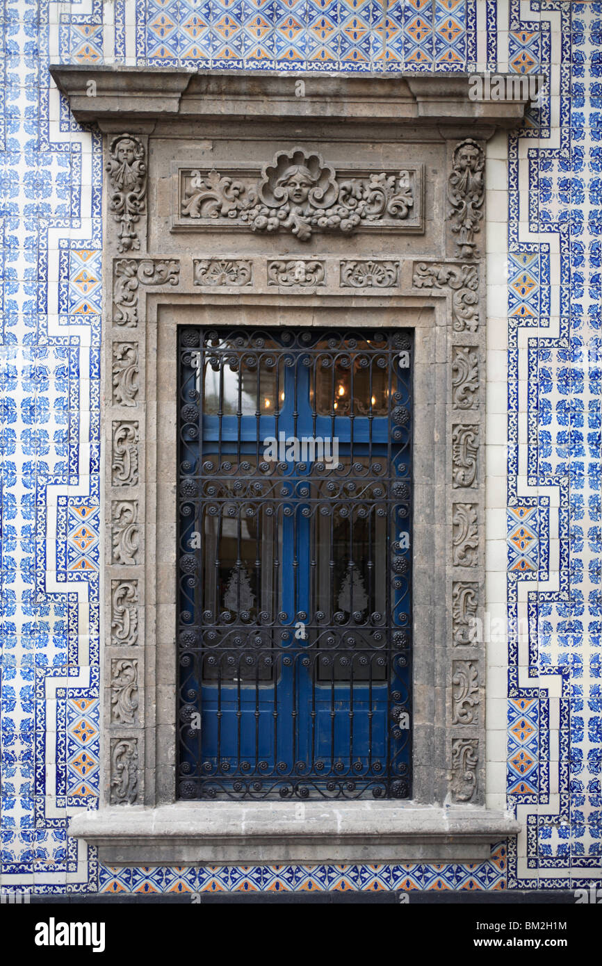 Window, Casa de los Azulejos (House of Tiles), originally a palace, Sanborn's department store, Mexico City, - Stock Image