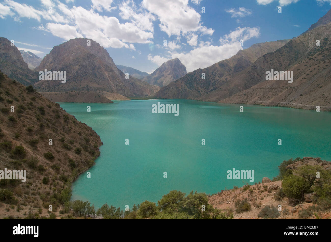 Turquoise Alexander Lake (Iskanderkul Lake) in Fann Mountains, Tajikistan - Stock Image
