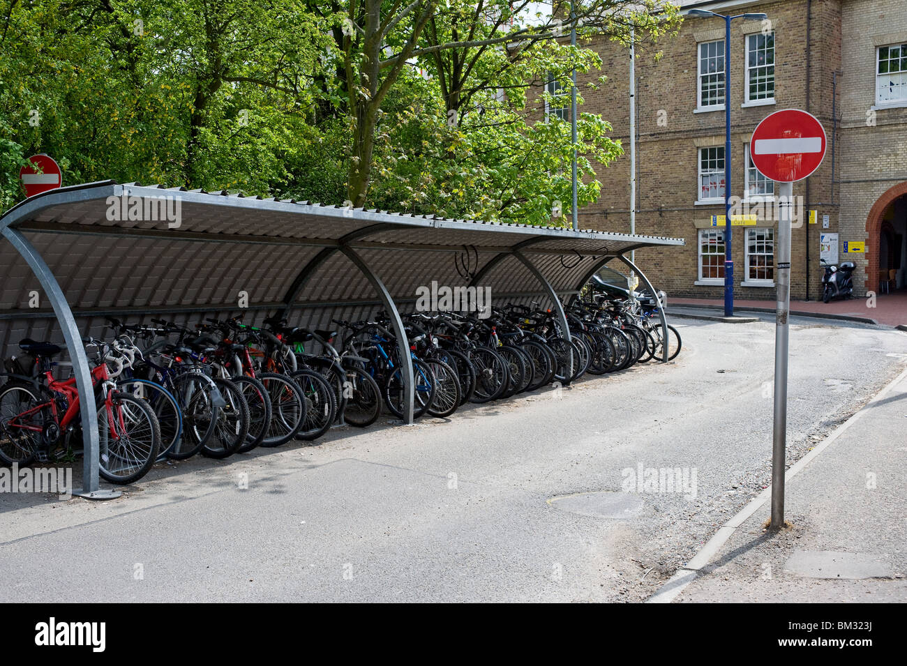 Commuters bicycles parked in a shelter.  Photo by Gordon Scammell - Stock Image