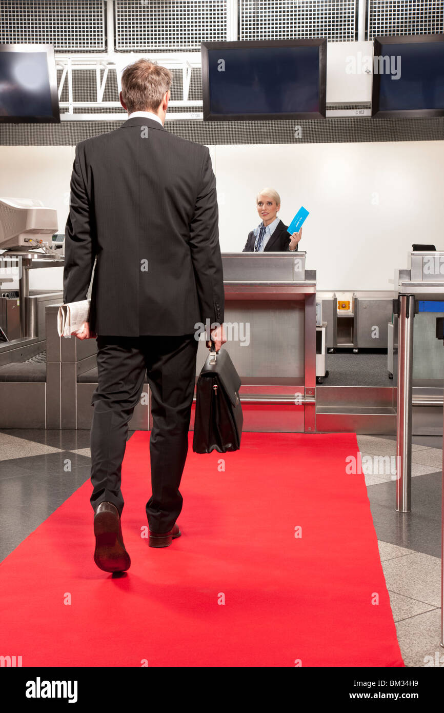 Business man going to airport checkin - Stock Image