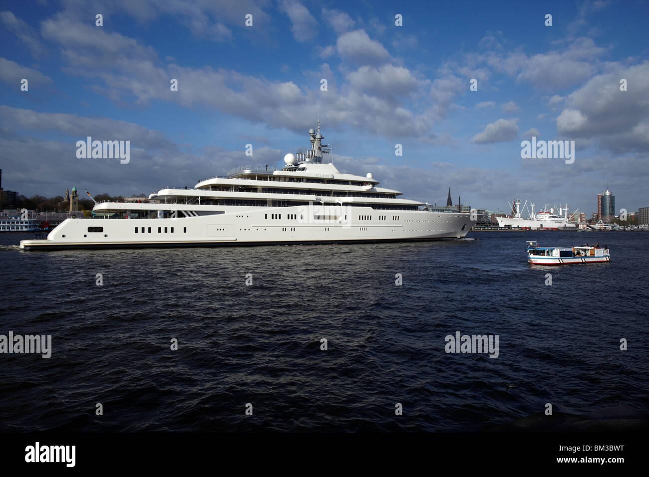 2010 April 16. Hamburg, Germany. Roman Abramovich yacht Eclipse leaves the Blohm + Voss ship yard. - Stock Image
