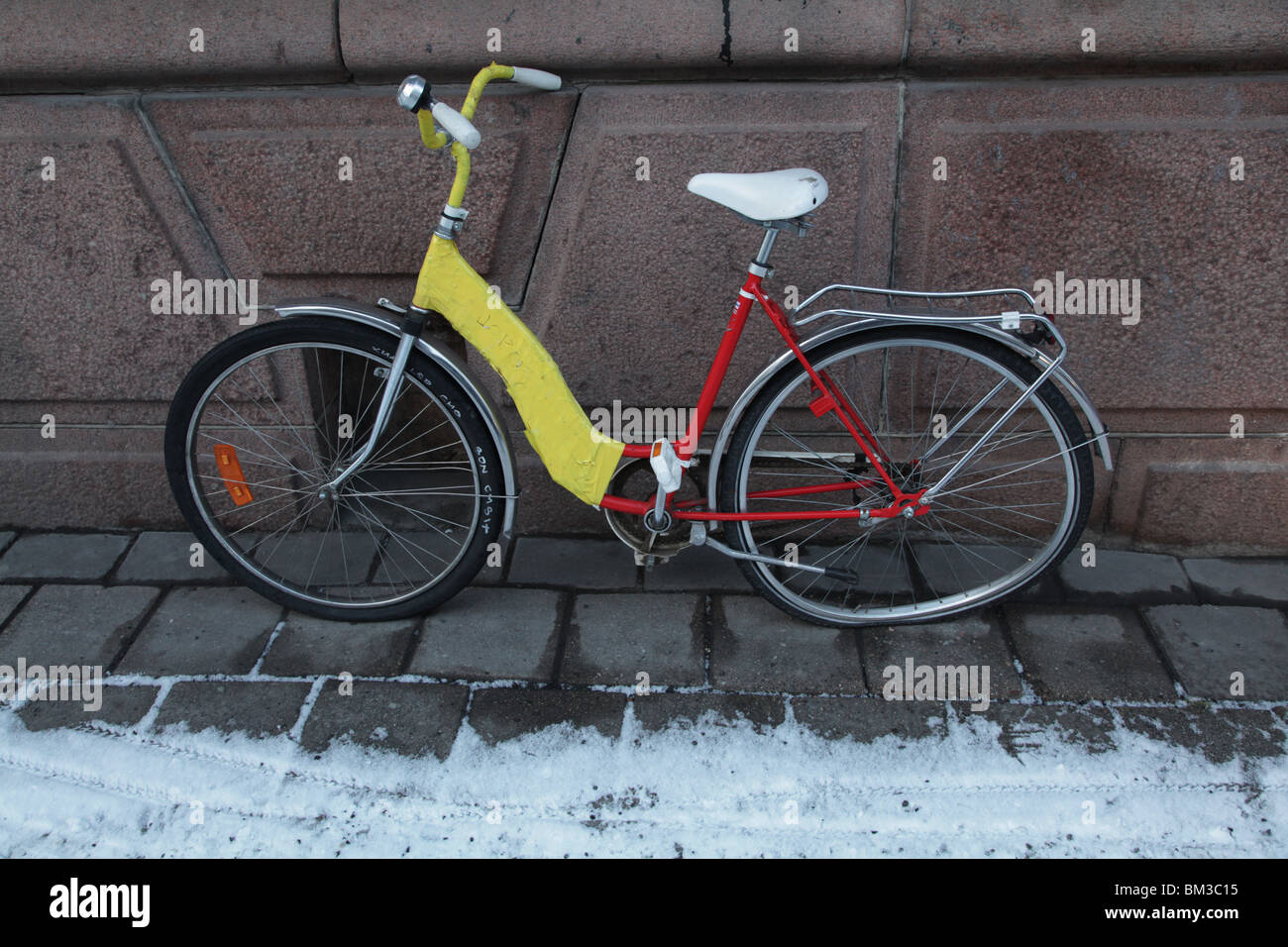 bike cycle bicycle abandoned broken warped wheel bent spokes snow Stock Photo
