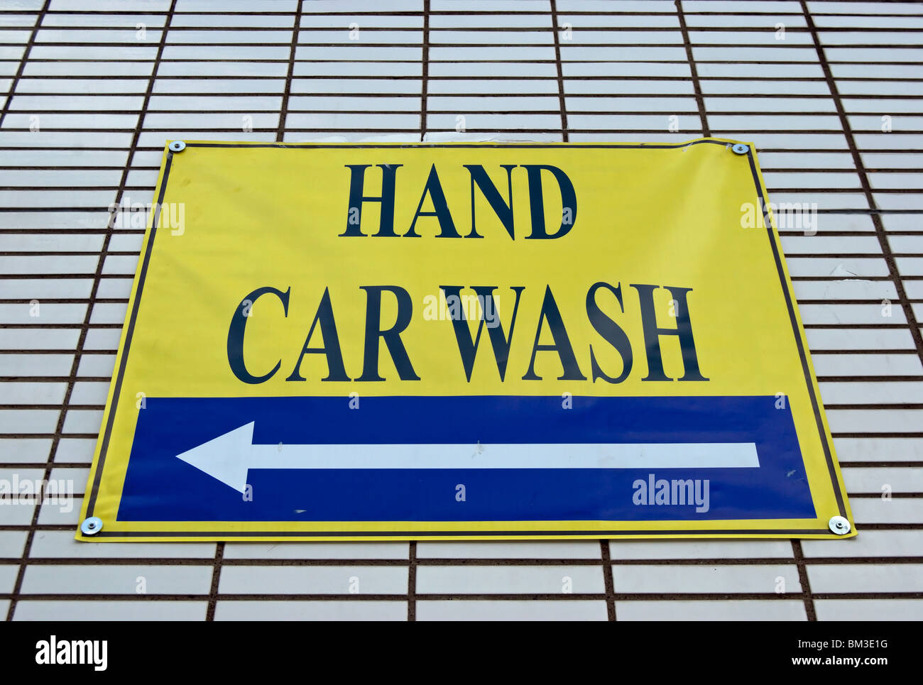 Mr. Magic Car Wash has 5 unique locations in Pittsburgh to service all of your car washing needs. We are located in Pittsburgh, Brentwood, Bridgeville, Castle Shannon, and Upper St. Clair PA.