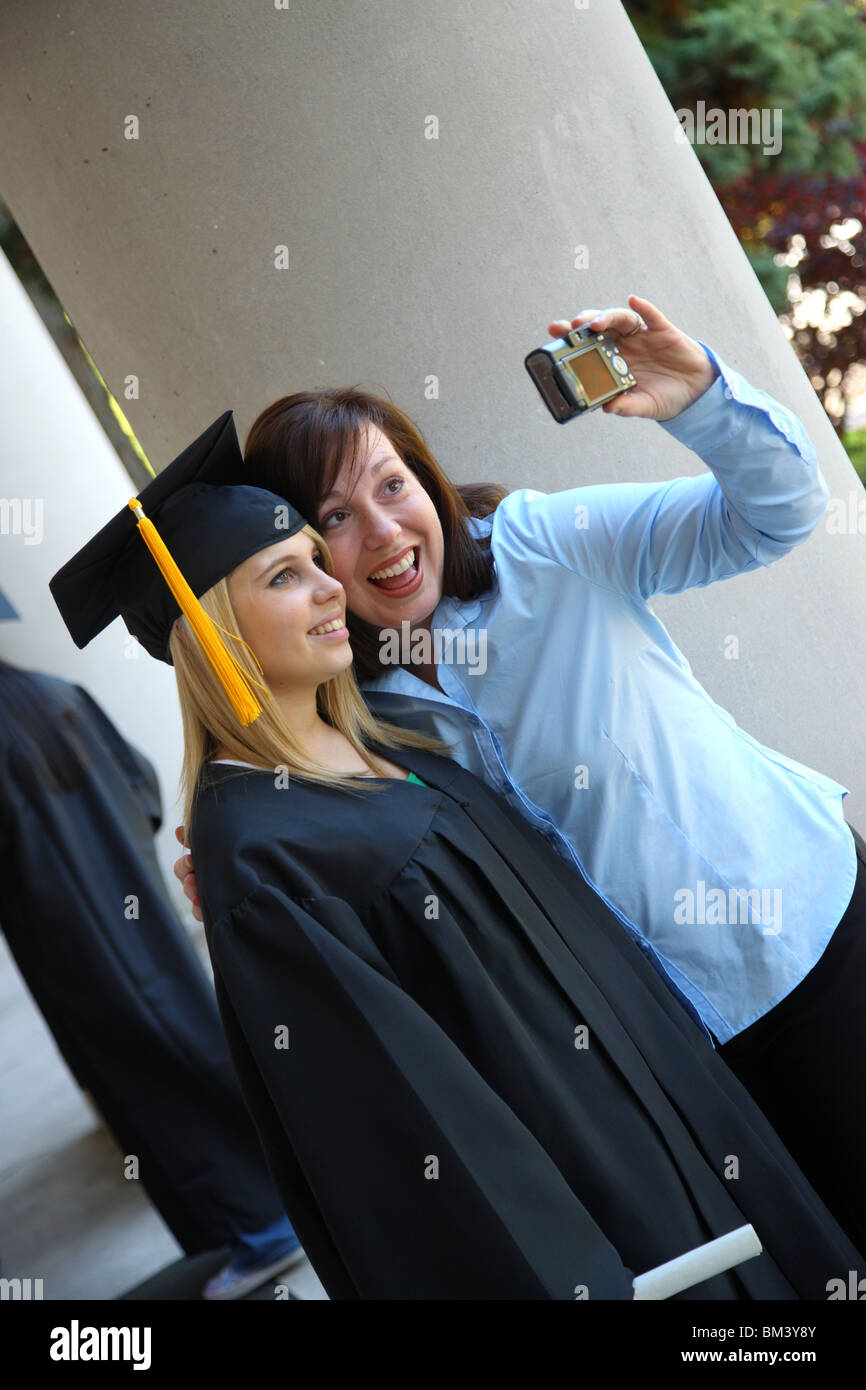 Graduate and mom taking photo together - Stock Image