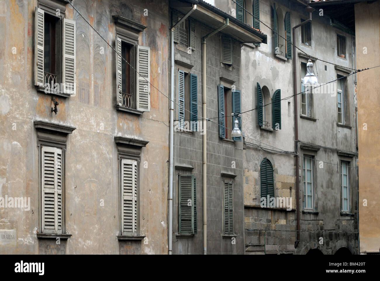 Shuttered windows on buildings off Piazza di Santa Maria Maggiore, Bergamo Alta, Lombardy, Italy. - Stock Image