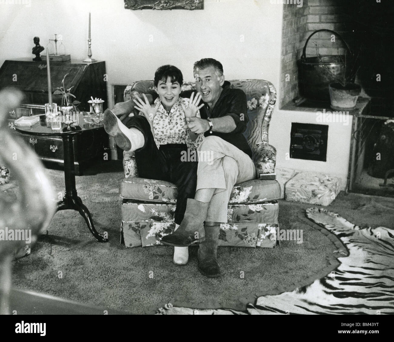 JEAN SIMMONS - UK film actress and husband Stewart Granger about 1956 at their ranch home near Tuscon, Arizona - Stock Image