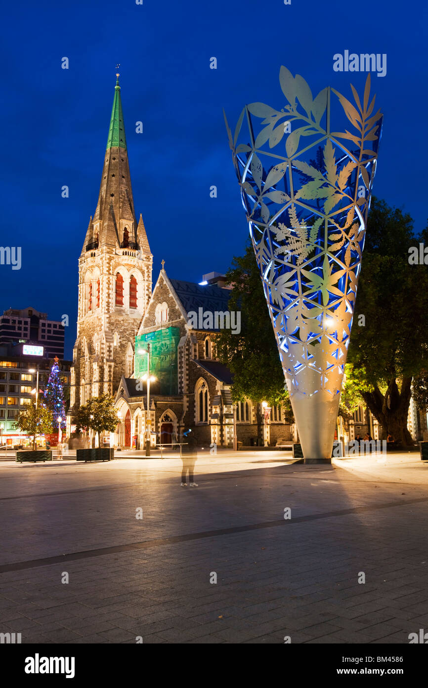 Christ Church Cathedral and 'Chalice' sculpture in Cathedral Square. Christchurch, Canterbury, South Island, - Stock Image