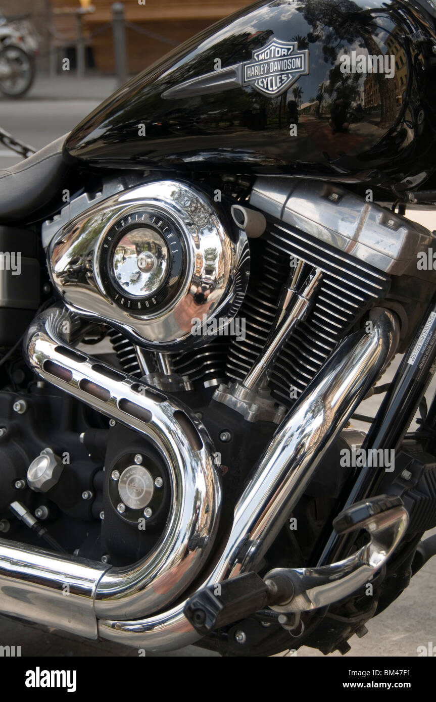 harlet davidson V twin engine engines motor motors bike bikes motorbikes motorbike exhaust pipe pipes american icon - Stock Image