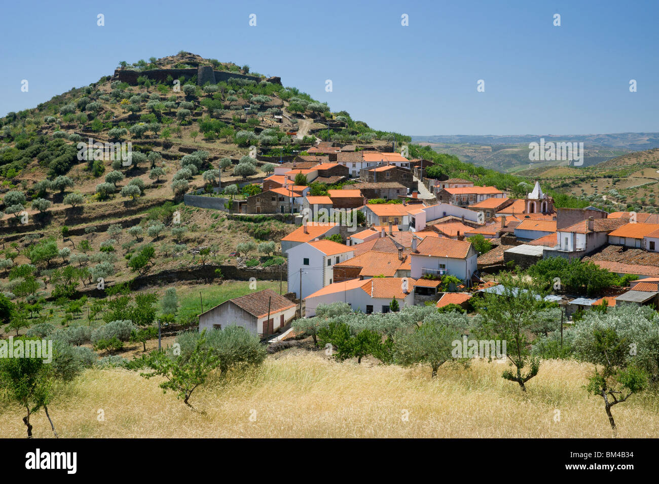 Portugal, The Beira Alta District Of Central Portugal, Castelo Melhor  Village and Ruined Castle - Stock Image