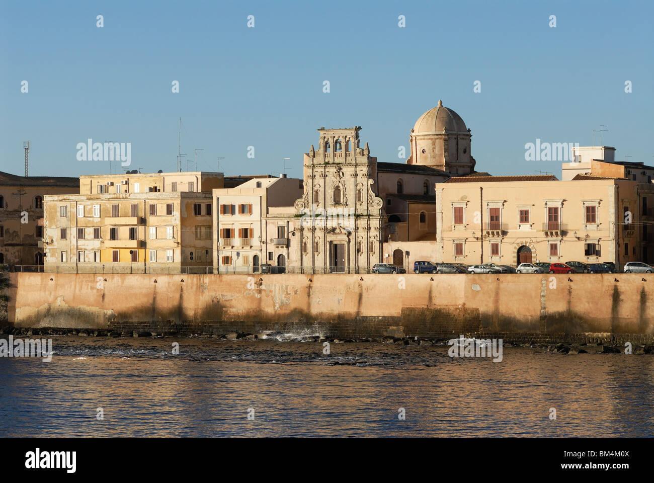 Syracuse / Siracusa. Sicily. Italy. Ortygia. Chiesa dello Spirito Santo, Lungomare d'Ortigia. - Stock Image