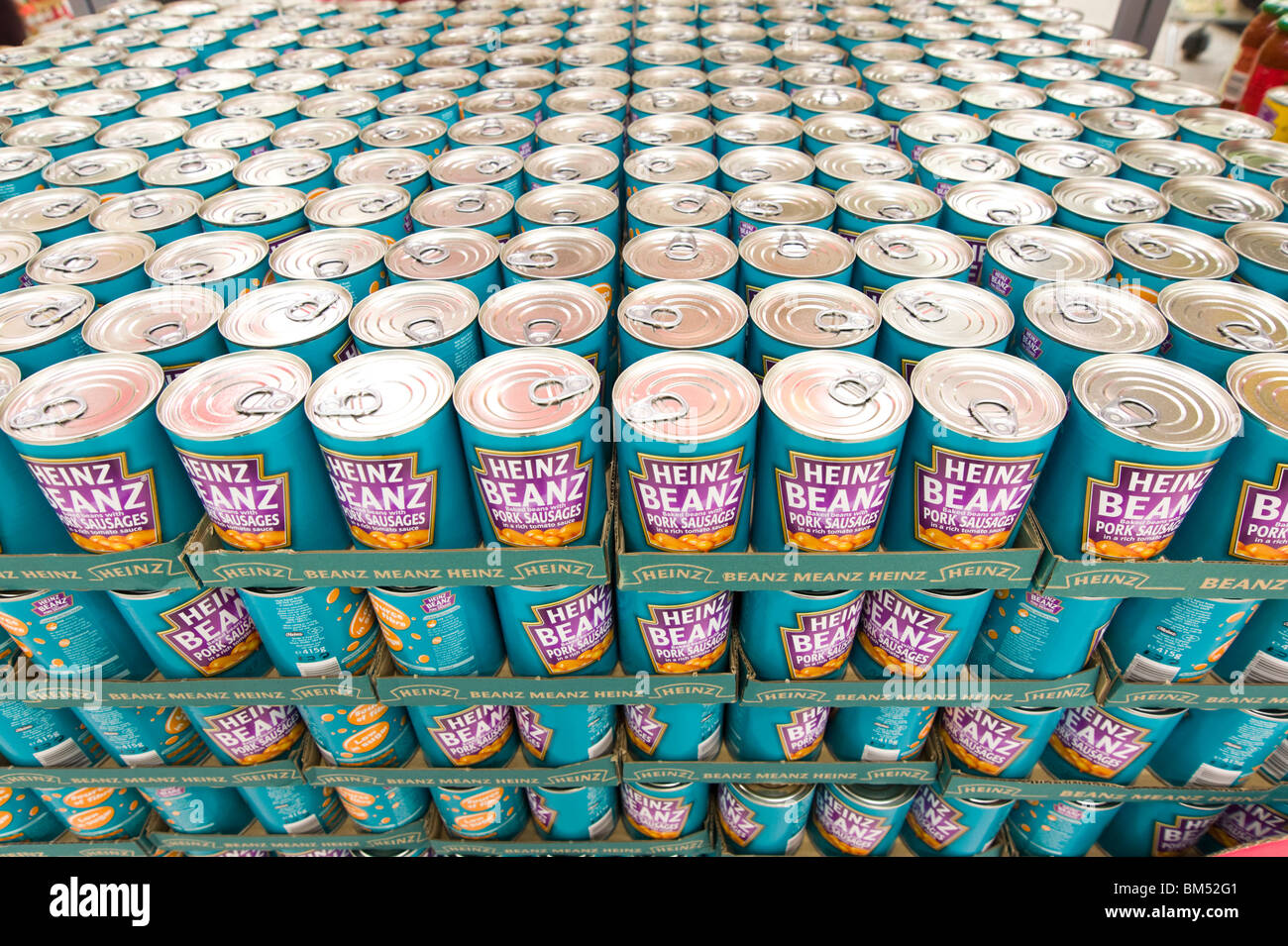 Rows of tins of Heinz baked beans, England, UK - Stock Image