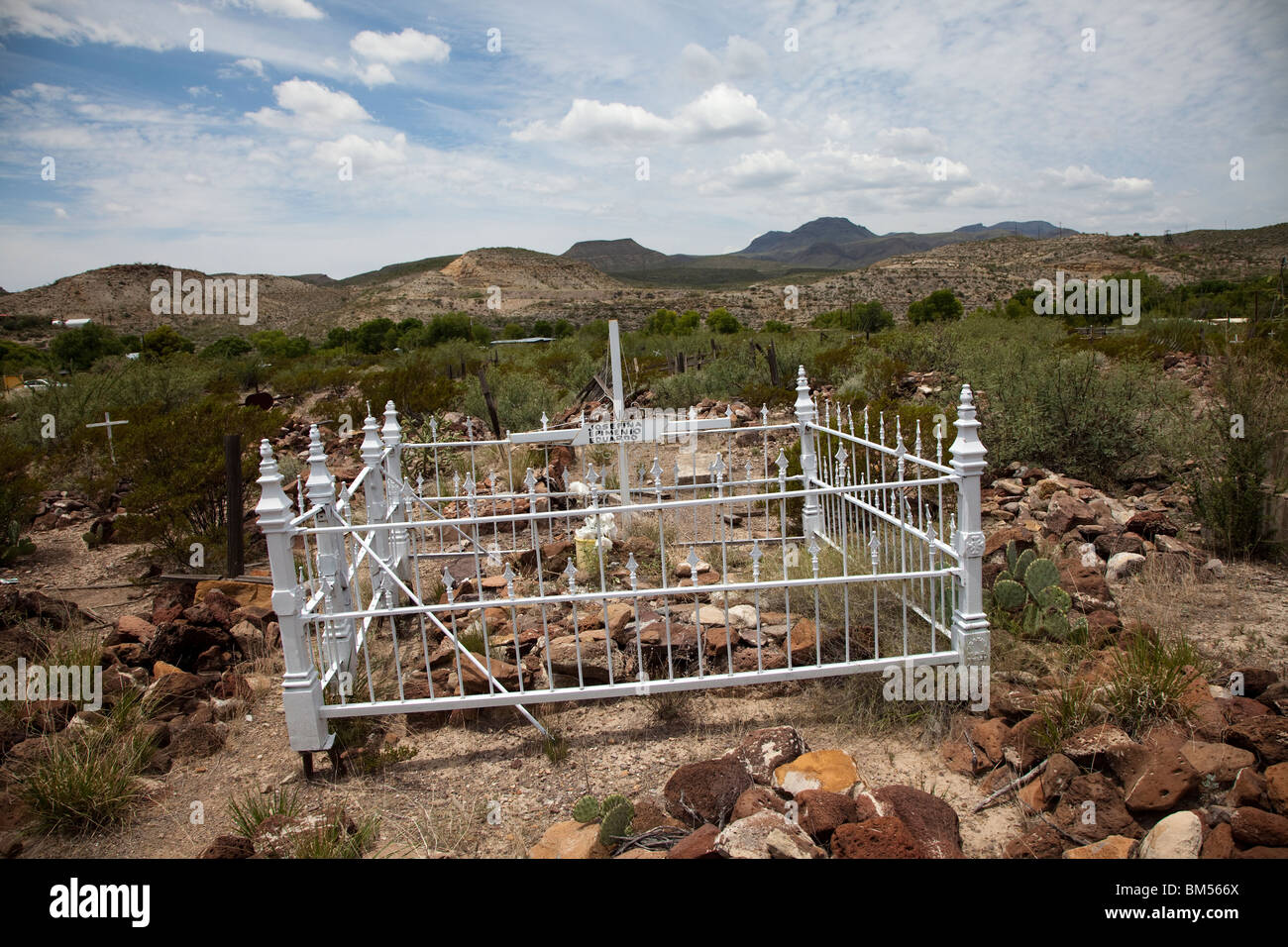 Burial plot in Concordia cemetery Shafter silver mining