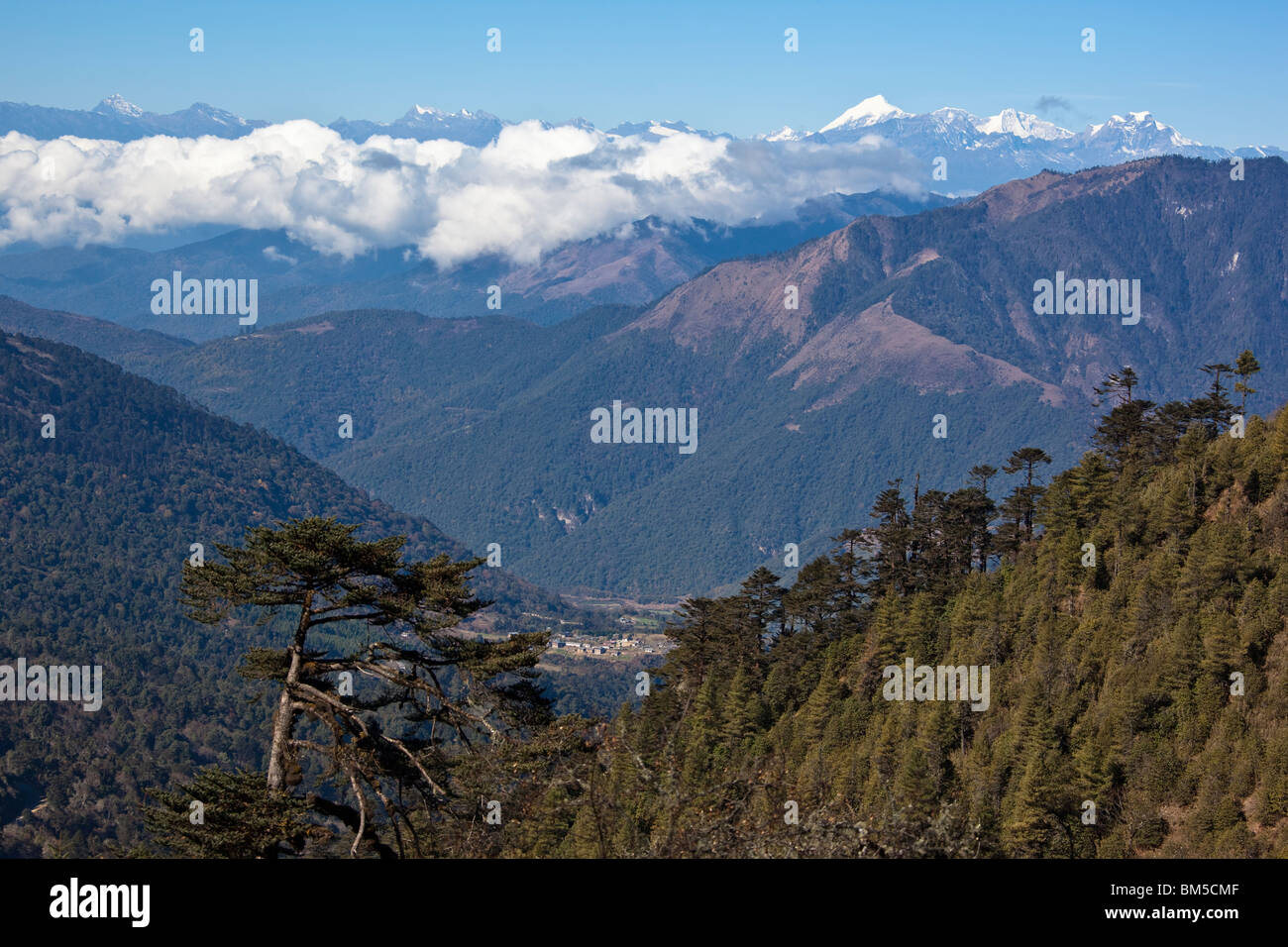 Bhutanese Himalaya scenery as seen from the Pele La pass with Gangkar Puensum on the right, Bhutan - Stock Image