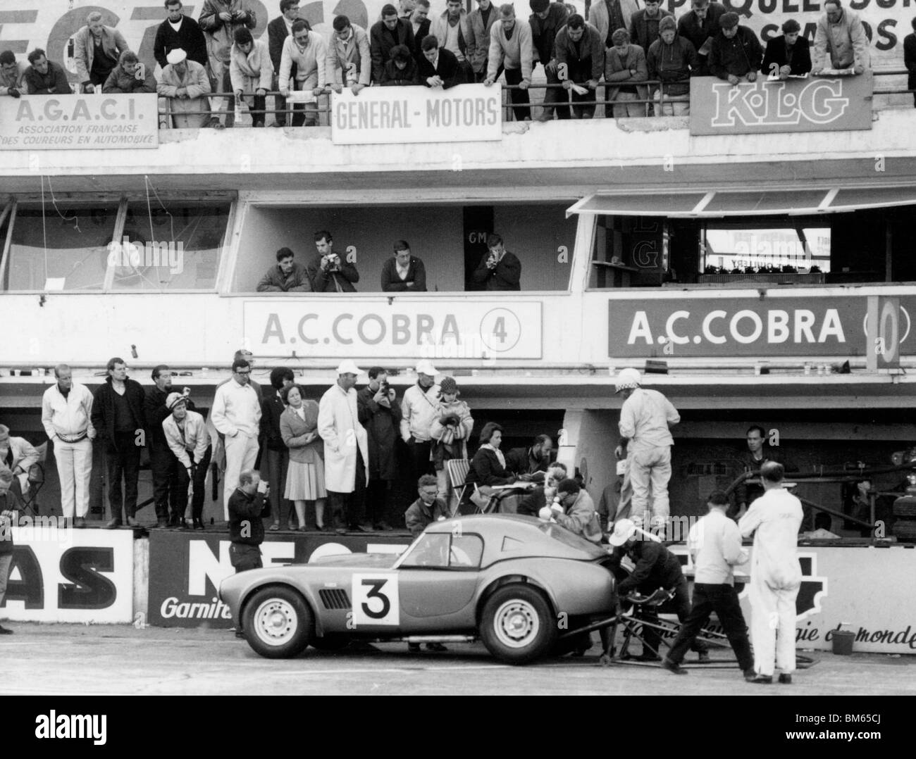 AC Cobra 1963 Le Mans. Bolton and Sanderson in the pits - Stock Image