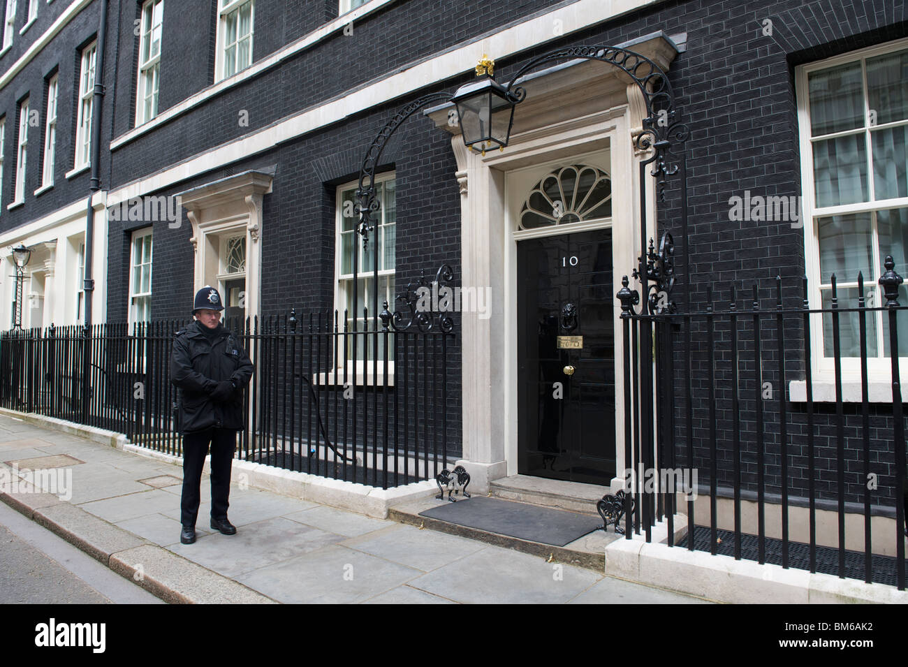 10 Downing Street with policeman - Stock Image