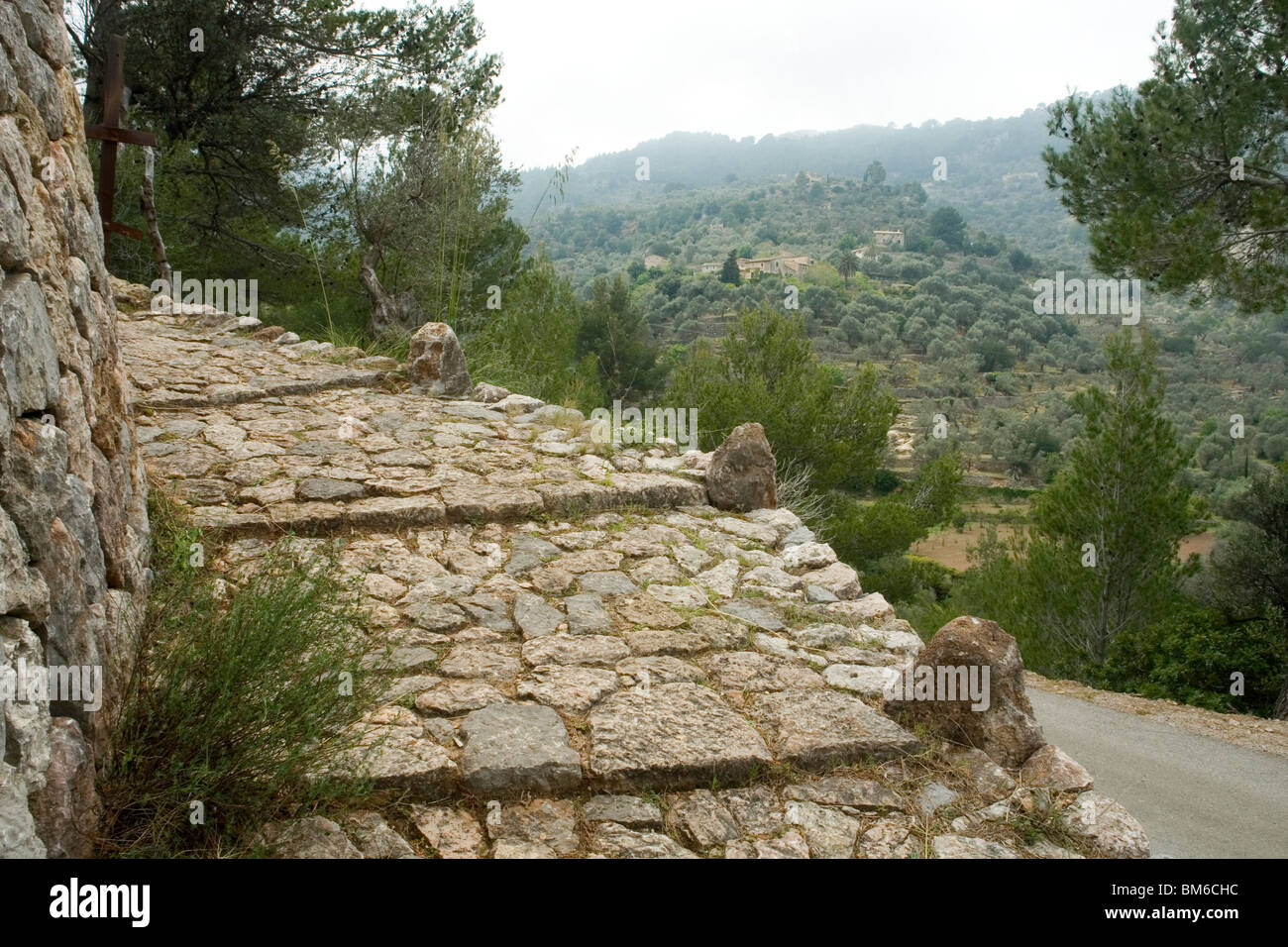 A  renovated section of the pedestrian cobbled way leading from Cala Deia to Deia (Majorca). Chemin pavé à - Stock Image