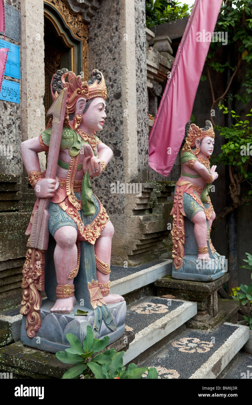 Pair of painted statue at a house entrance in Bali, Indonesia - Stock Image