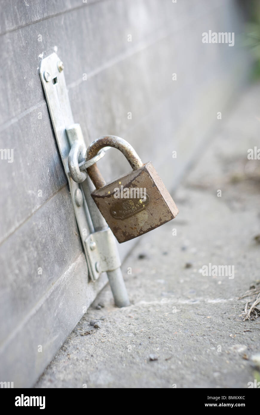 rusty hasp padlock for garage door - Stock Image & Hasp Stock Photos \u0026 Hasp Stock Images - Alamy