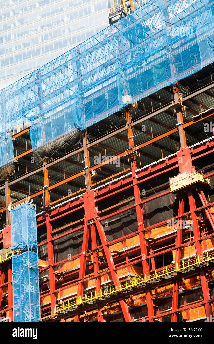 close view of transition from base to tower in steel frame superstructure of Freedom Tower rising on World Trade - Stock Image