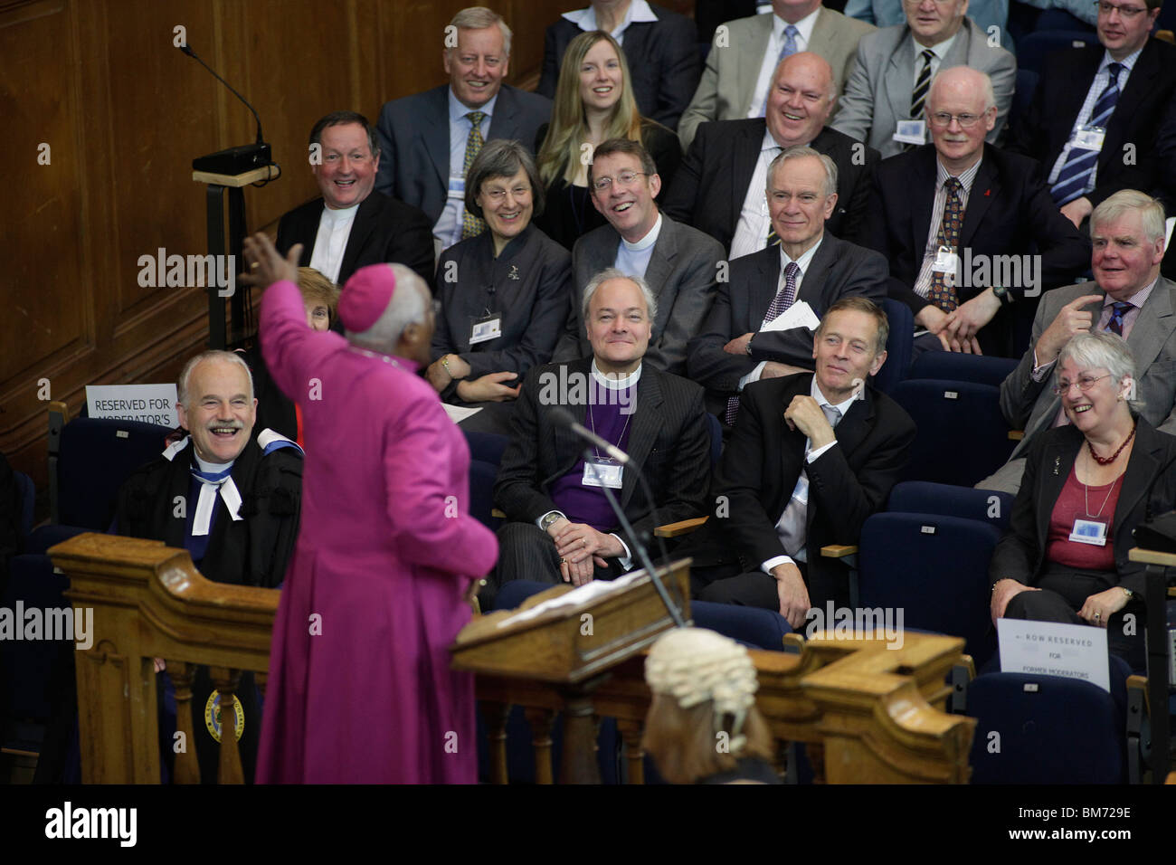Archbishop Desmond Tutu addresses The 2009 General Assembly of the Church of Scotland. - Stock Image