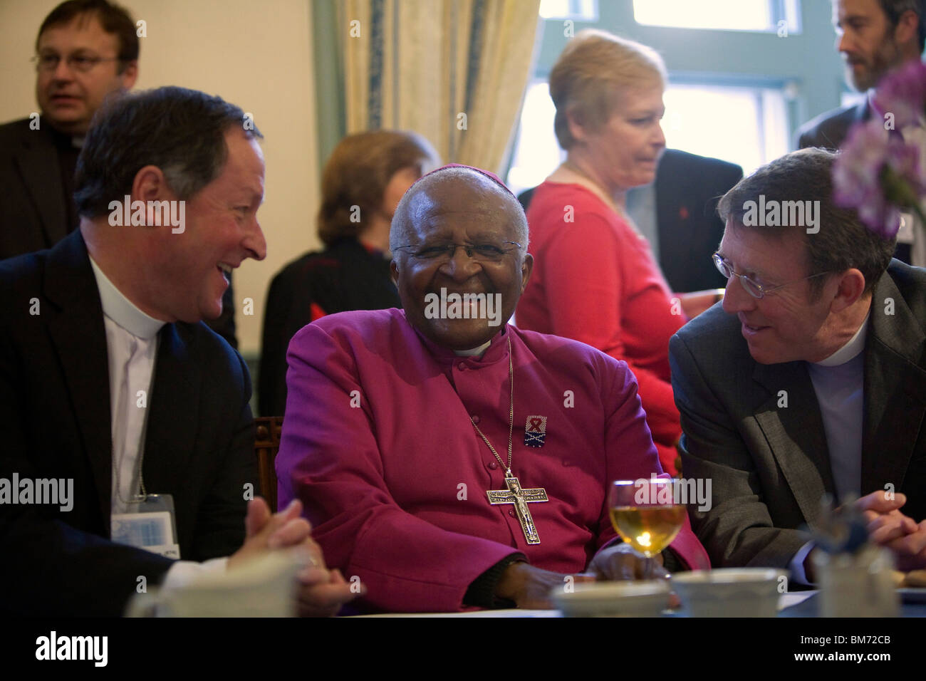 Archbishop Desmond Tutu attends The 2009 General Assembly of the Church of Scotland. - Stock Image