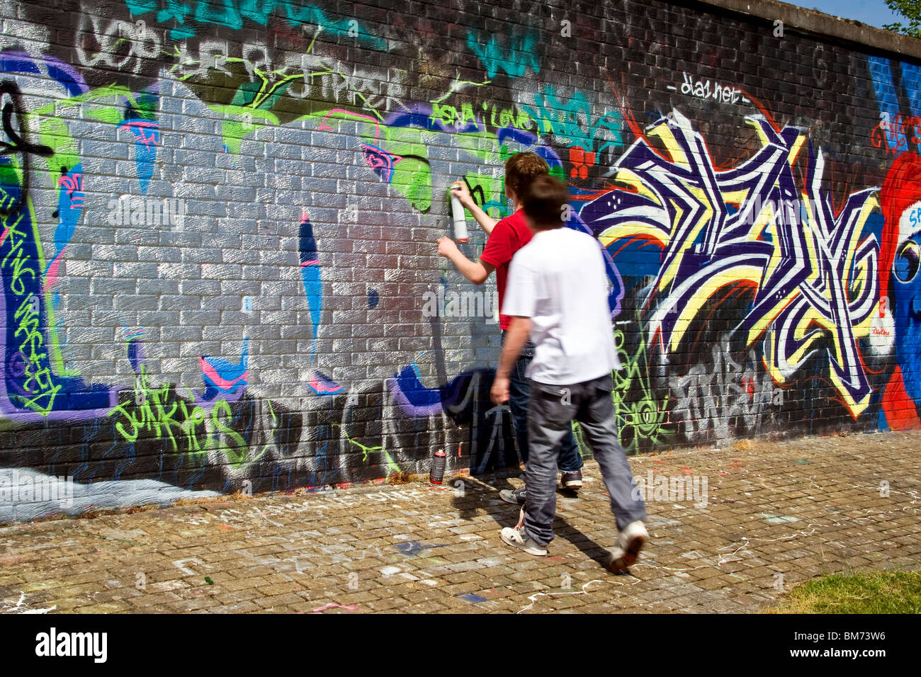 dpm hall of fame legal graffiti wall at mains road dundee two stock photo 29660210 alamy. Black Bedroom Furniture Sets. Home Design Ideas