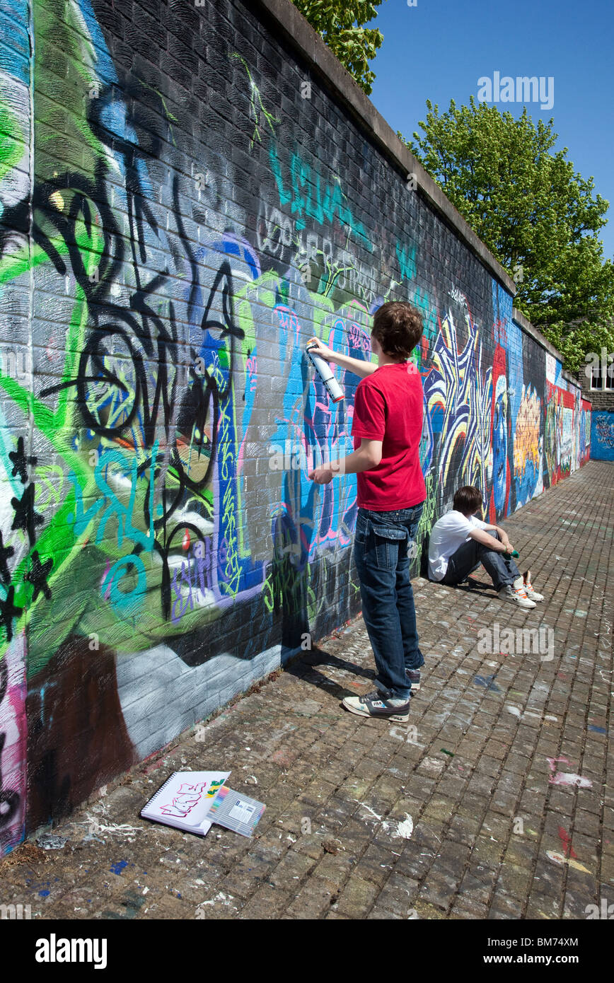 dpm hall of fame legal graffiti wall around mains road dundee stock photo 29661036 alamy. Black Bedroom Furniture Sets. Home Design Ideas