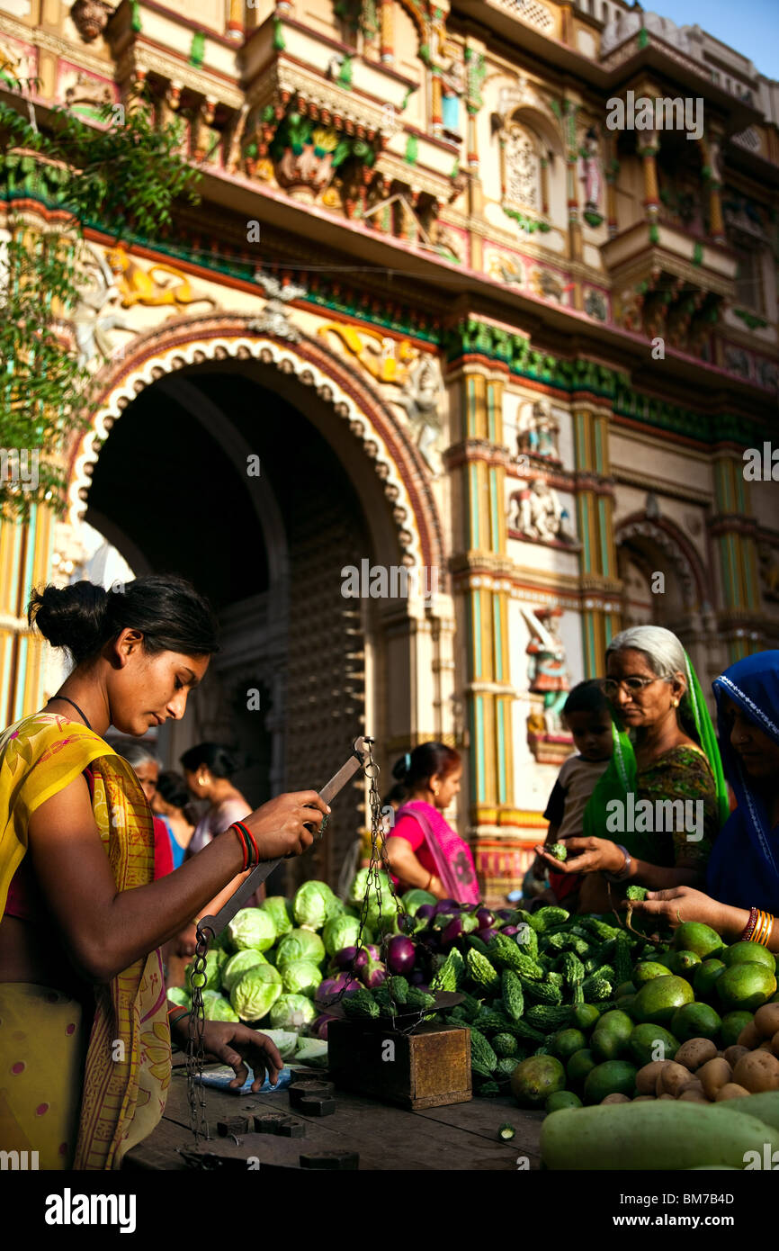 A vegetable merchant in the old town in Ahmedabad, Gujurat India - Stock Image