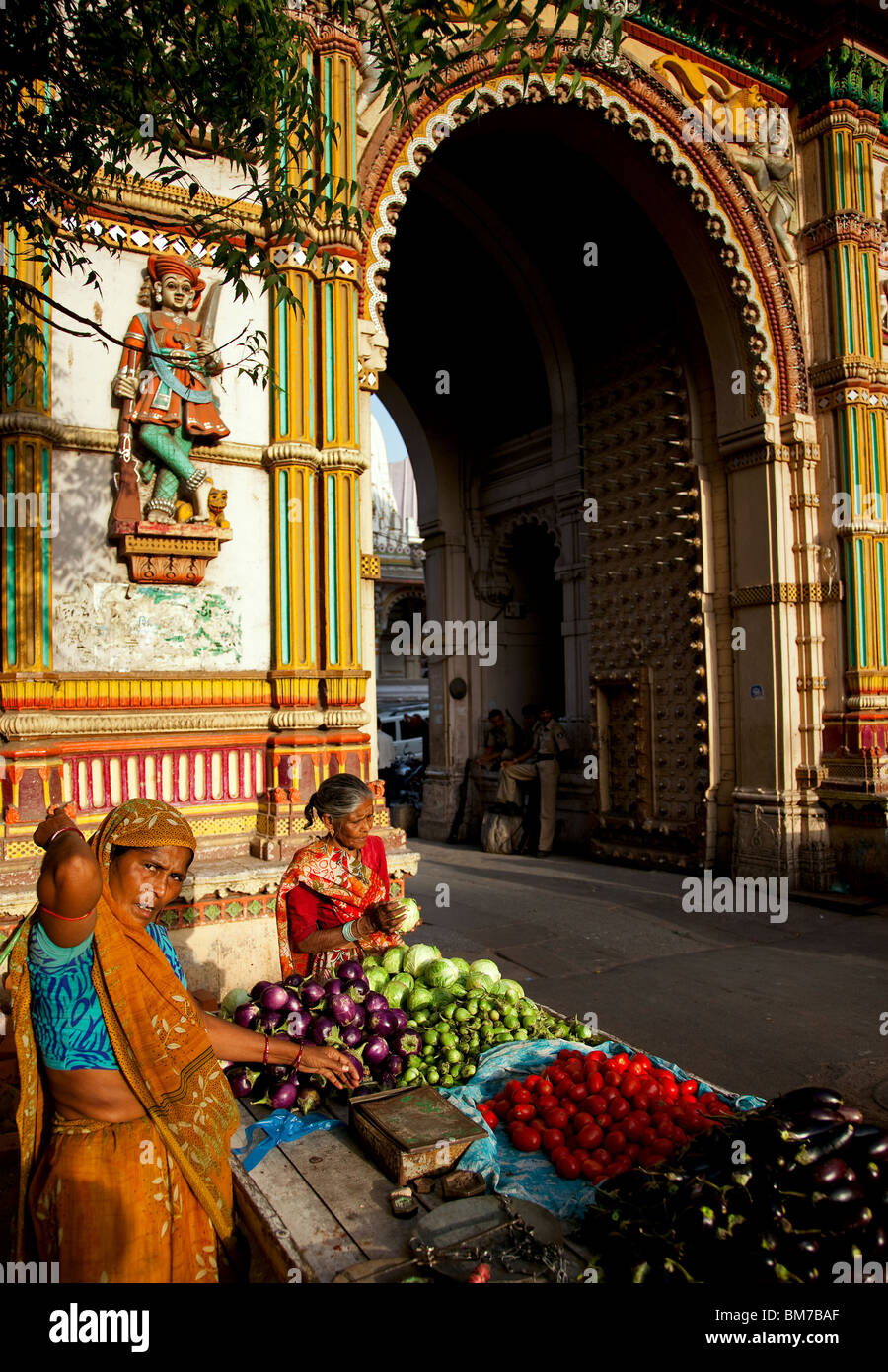 A vegetable seller in the old town in Ahmedabad, Gujurat India - Stock Image