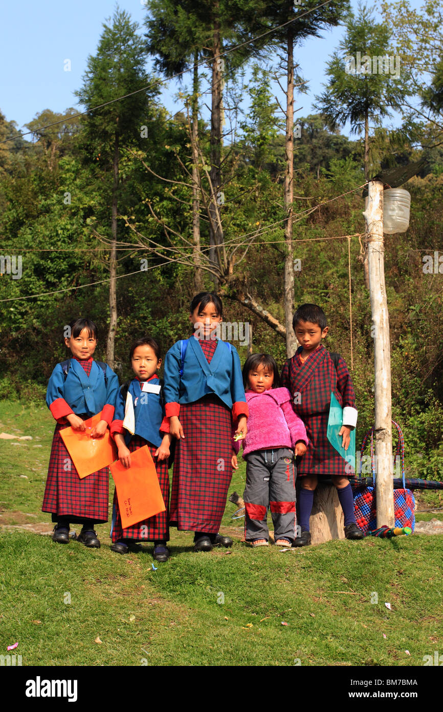 Bhutanese children waiting for school bus - Stock Image