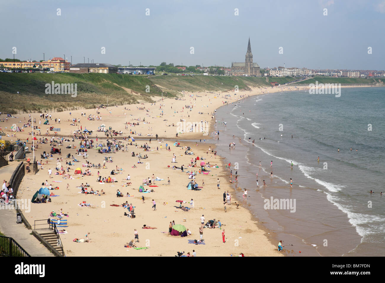 People enjoying a mini heat wave on the 23rd May 2010 on the Longsands beach at Tynemouth, England, UK - Stock Image