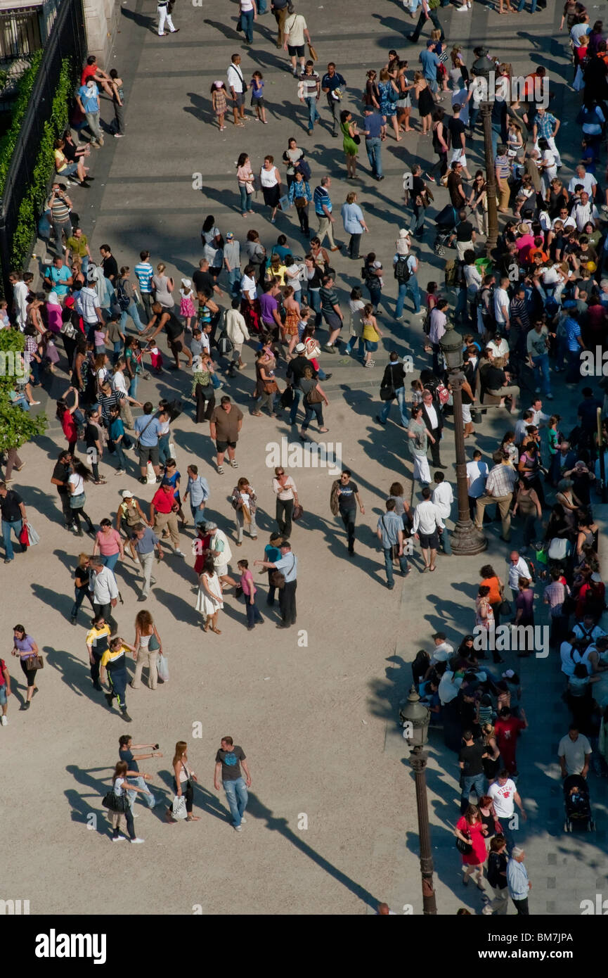 Crowd Scene, Crowd Overview, from (Arc de Tri-omphe), aerial