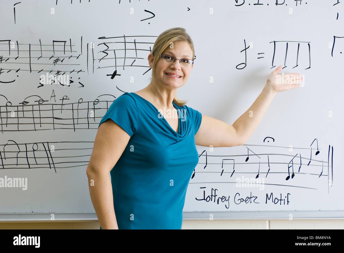 Woman teaching music theory class - Stock Image