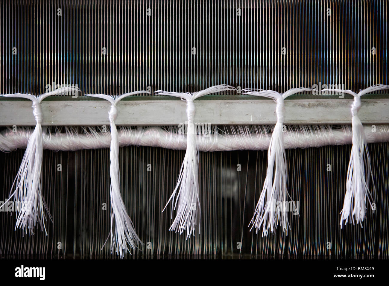 Loom in weaving mill, close-up of weaving reed - Stock Image