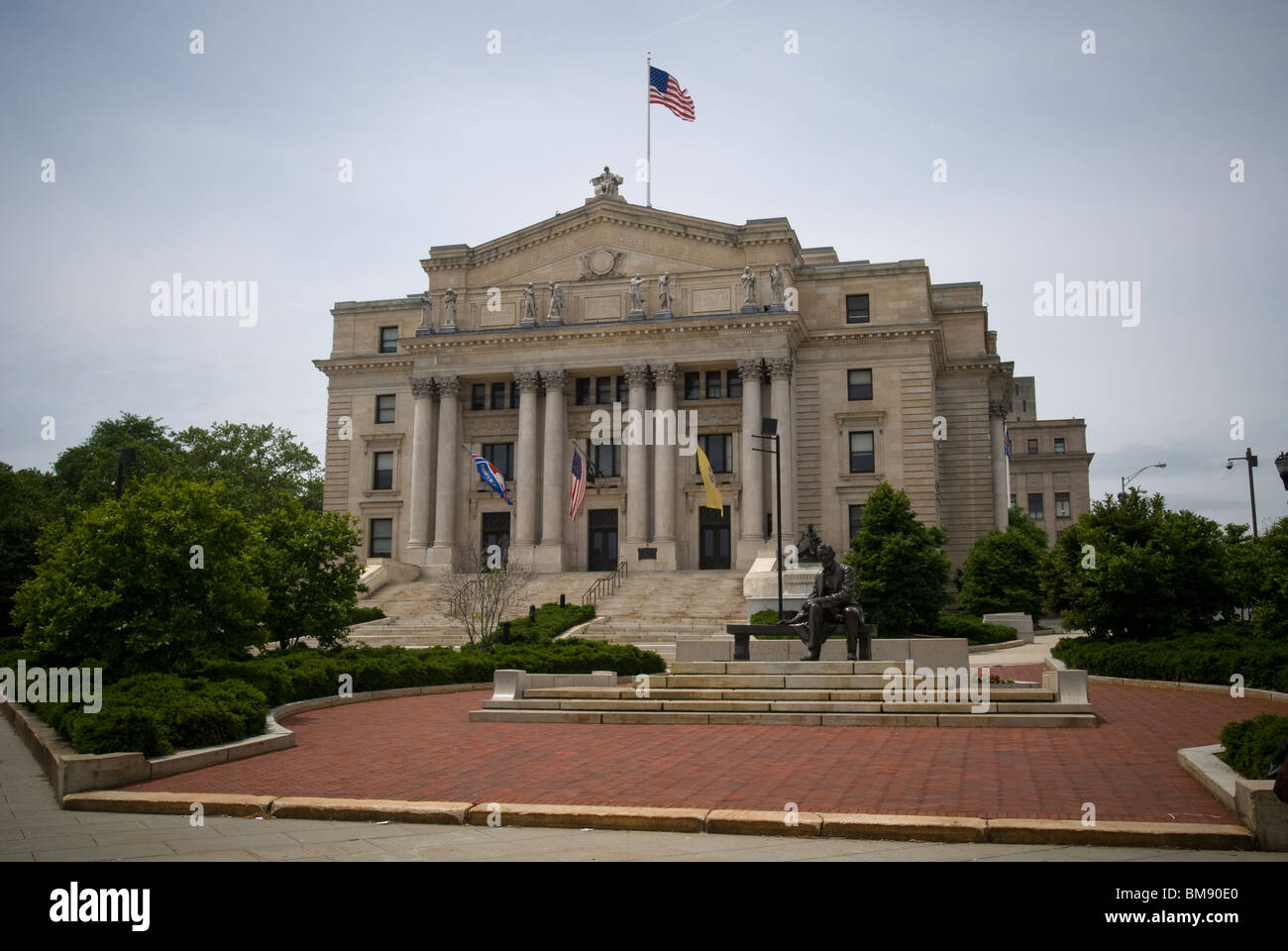 The Essex County Courthouse in Newark, NJ is seen on Saturday, May 22, 2010. (© Richard B. Levine) - Stock Image