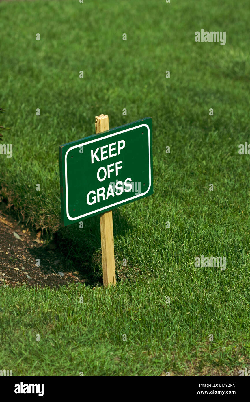 'Keep Off Grass' sign on lawn. - Stock Image