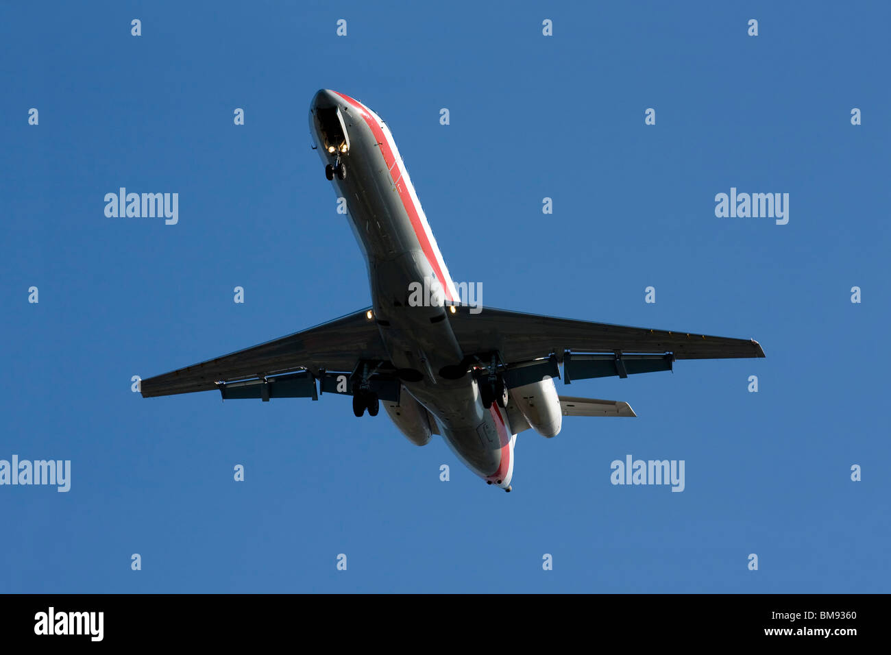 United Airlines Bombardier CRJ-700 with landing gear down. - Stock Image