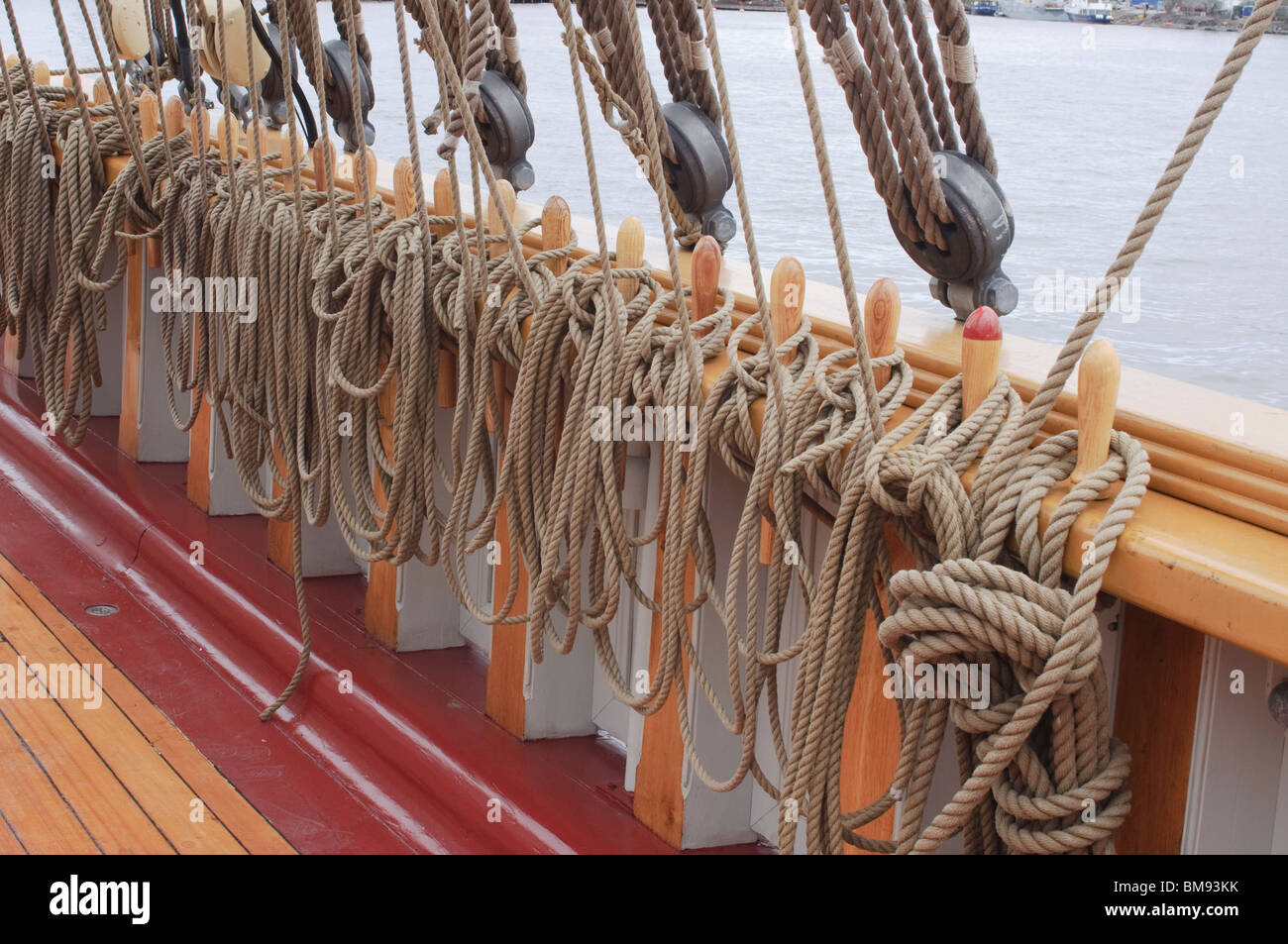 Sailing ship rigging, deck and railing - Stock Image
