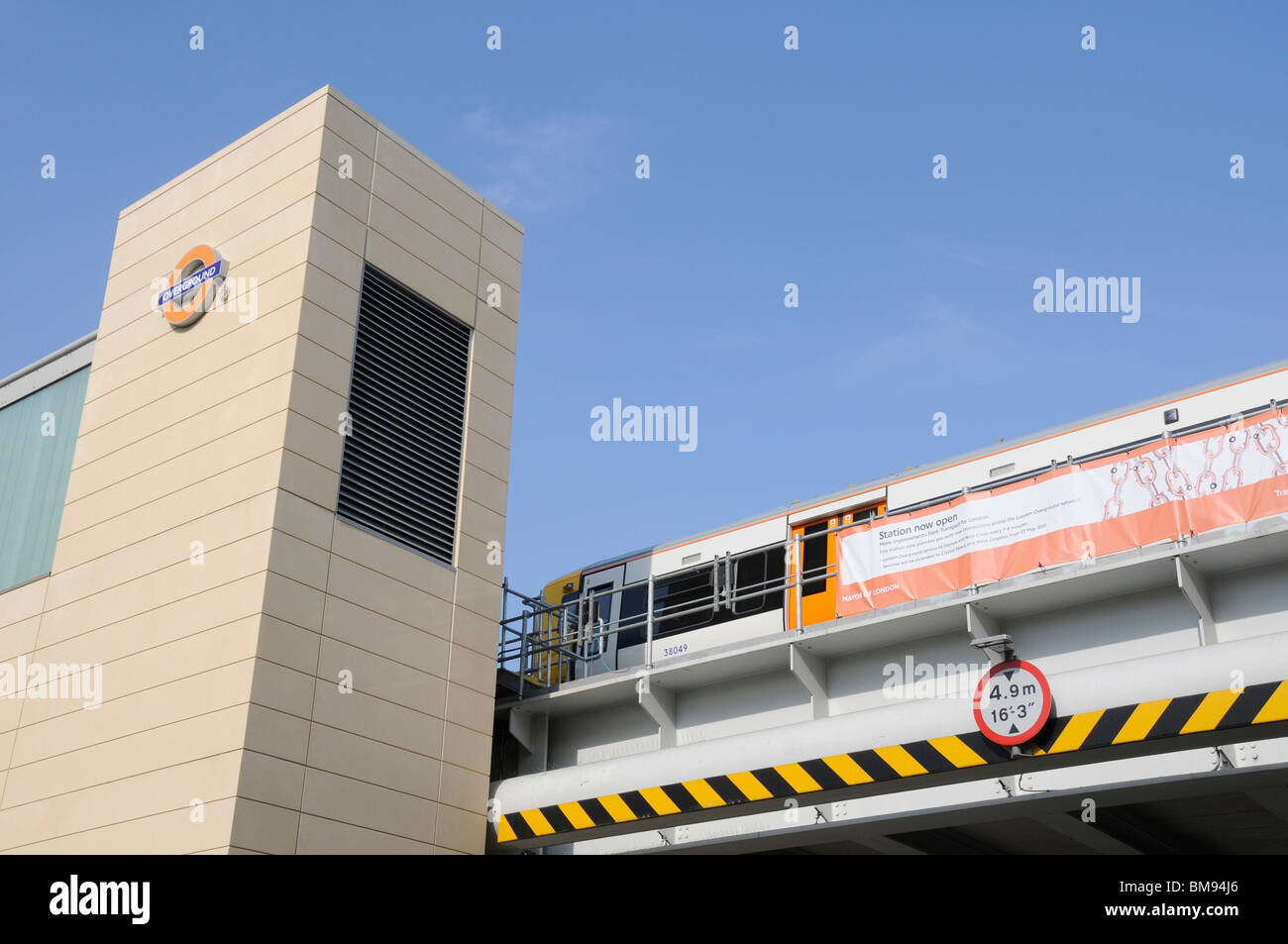 UK NEW LONDON OVERGROUND LINE TO NEW CROSS READY FOR 2012 OLYMPICS - Stock Image