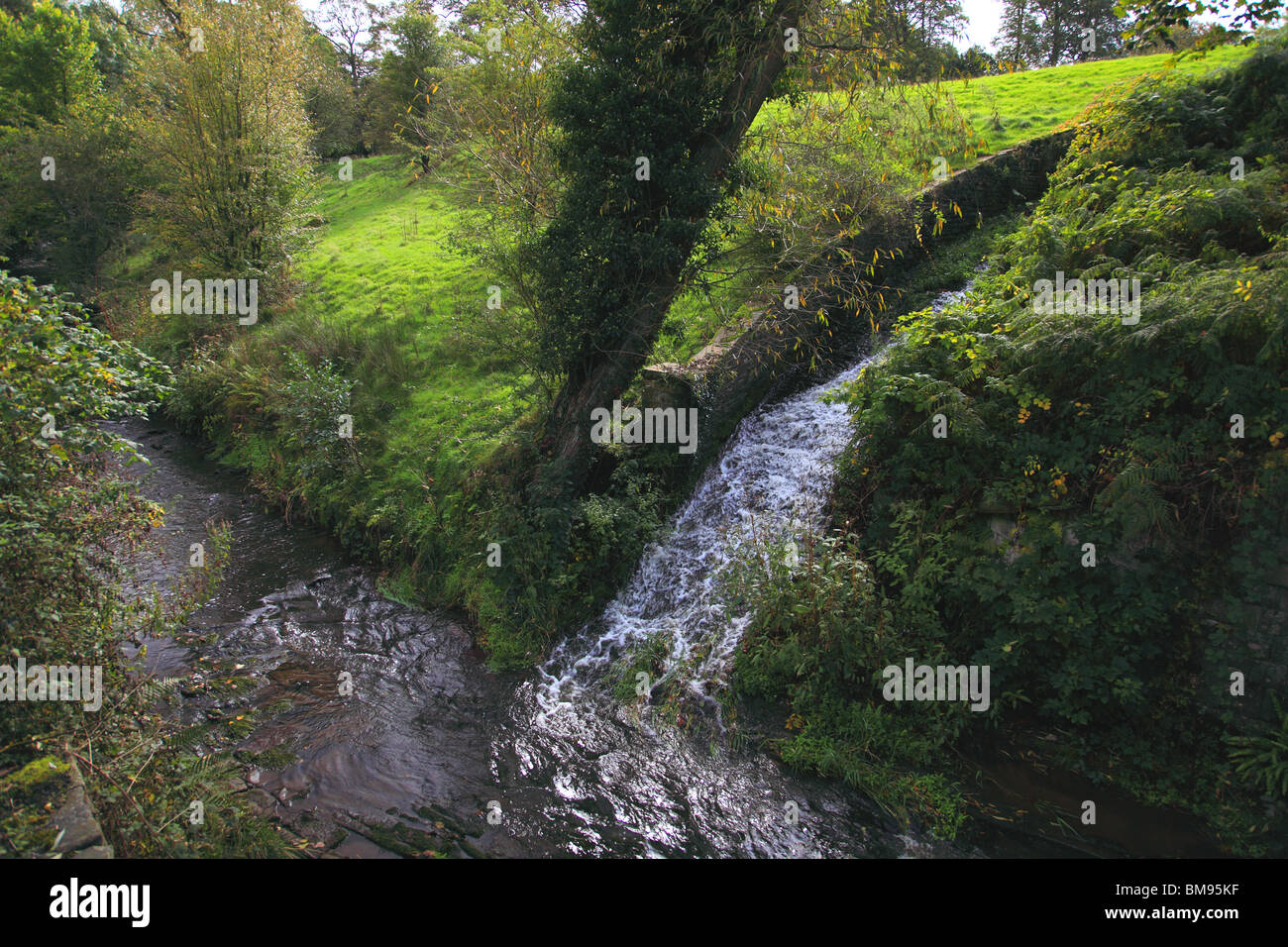 The runoff of water from the Macclesfield Canal into the River Bollin at Sutton, Macclesfield - Stock Image