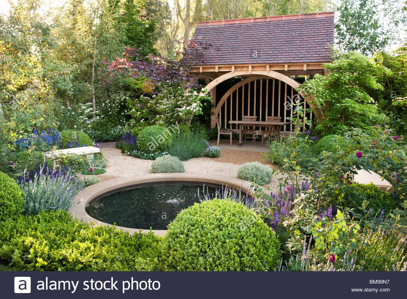 The m g garden designer roger platts gold medal at rhs - Chelsea flower show gold medals ...