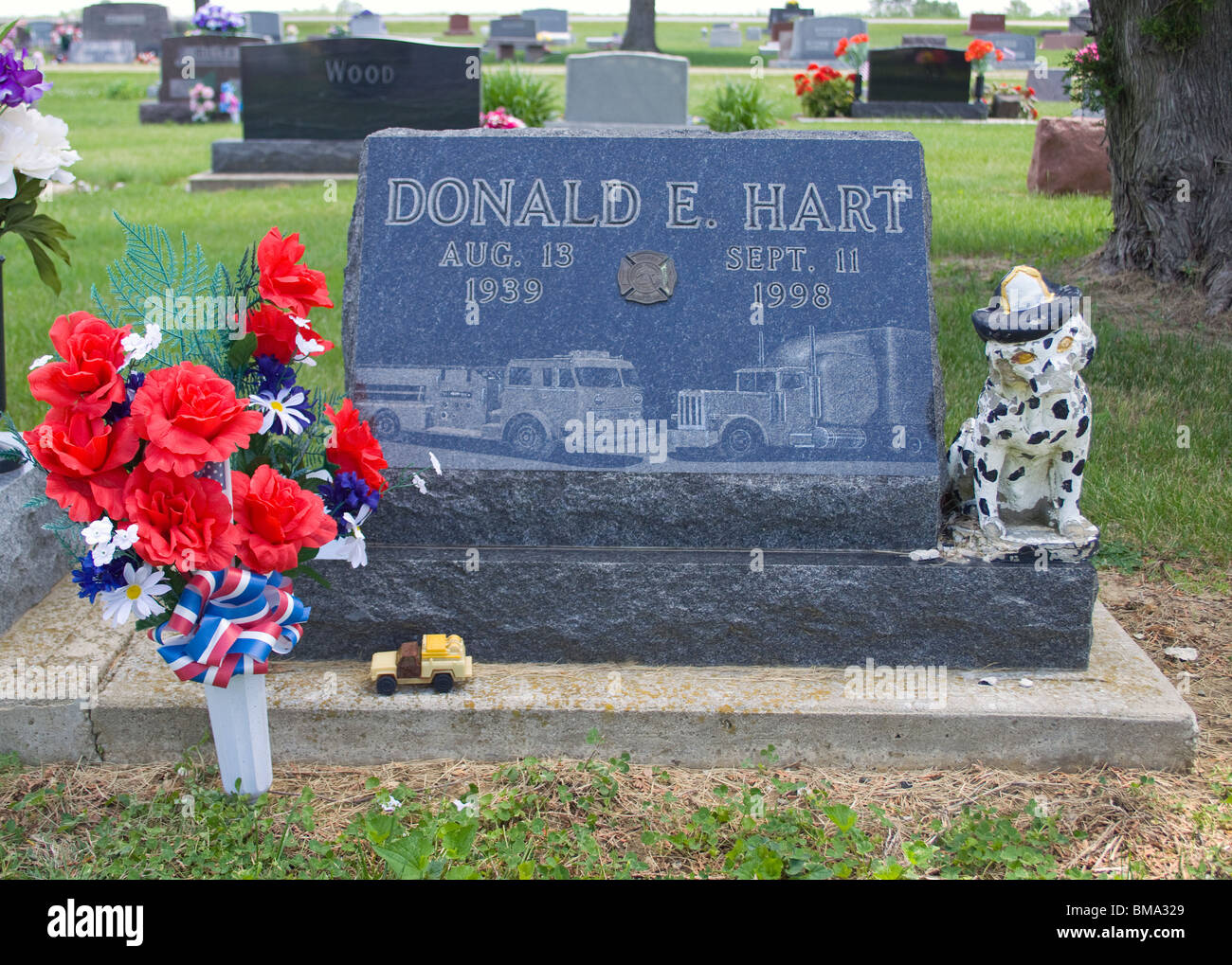 Fireman grave at a cemetery in Fairmount Indiana - Stock Image