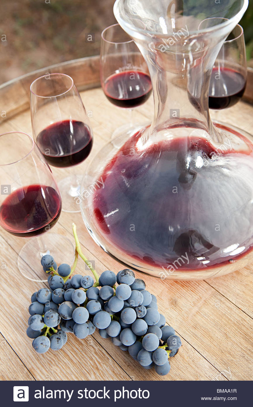 Red wine and grapes - Stock Image